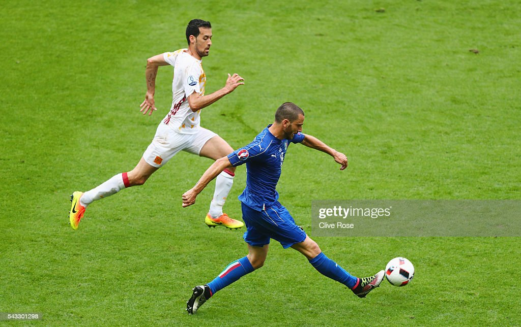 <a gi-track='captionPersonalityLinkClicked' href=/galleries/search?phrase=Leonardo+Bonucci&family=editorial&specificpeople=6166090 ng-click='$event.stopPropagation()'>Leonardo Bonucci</a> of Italy and <a gi-track='captionPersonalityLinkClicked' href=/galleries/search?phrase=Sergio+Busquets&family=editorial&specificpeople=5477015 ng-click='$event.stopPropagation()'>Sergio Busquets</a> of Spain compete for the ball during the UEFA EURO 2016 round of 16 match between Italy and Spain at Stade de France on June 27, 2016 in Paris, France.
