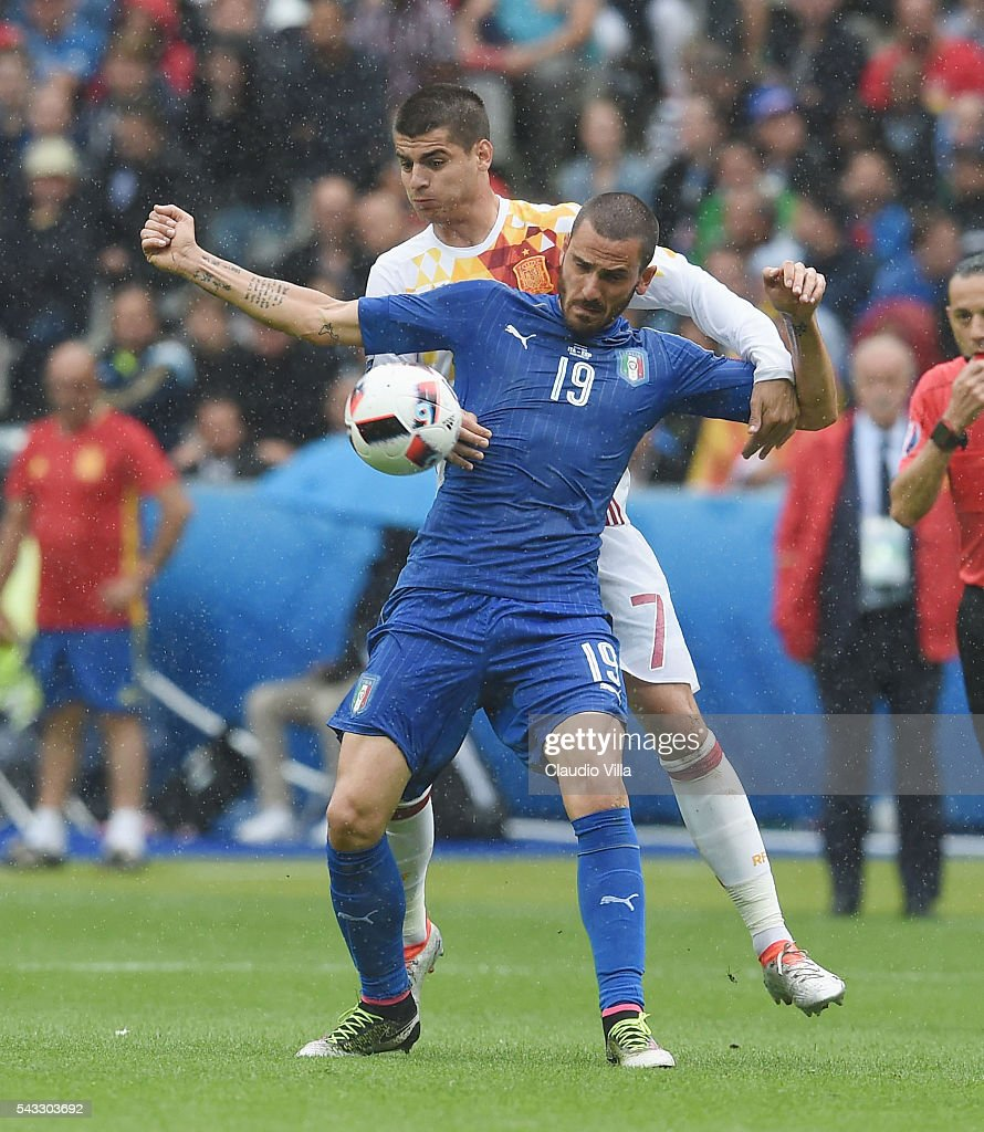 <a gi-track='captionPersonalityLinkClicked' href=/galleries/search?phrase=Leonardo+Bonucci&family=editorial&specificpeople=6166090 ng-click='$event.stopPropagation()'>Leonardo Bonucci</a> of Italy controls the ball under pressure of <a gi-track='captionPersonalityLinkClicked' href=/galleries/search?phrase=Alvaro+Morata&family=editorial&specificpeople=6523866 ng-click='$event.stopPropagation()'>Alvaro Morata</a> of Spain during the UEFA EURO 2016 round of 16 match between Italy and Spain at Stade de France on June 27, 2016 in Paris, France.