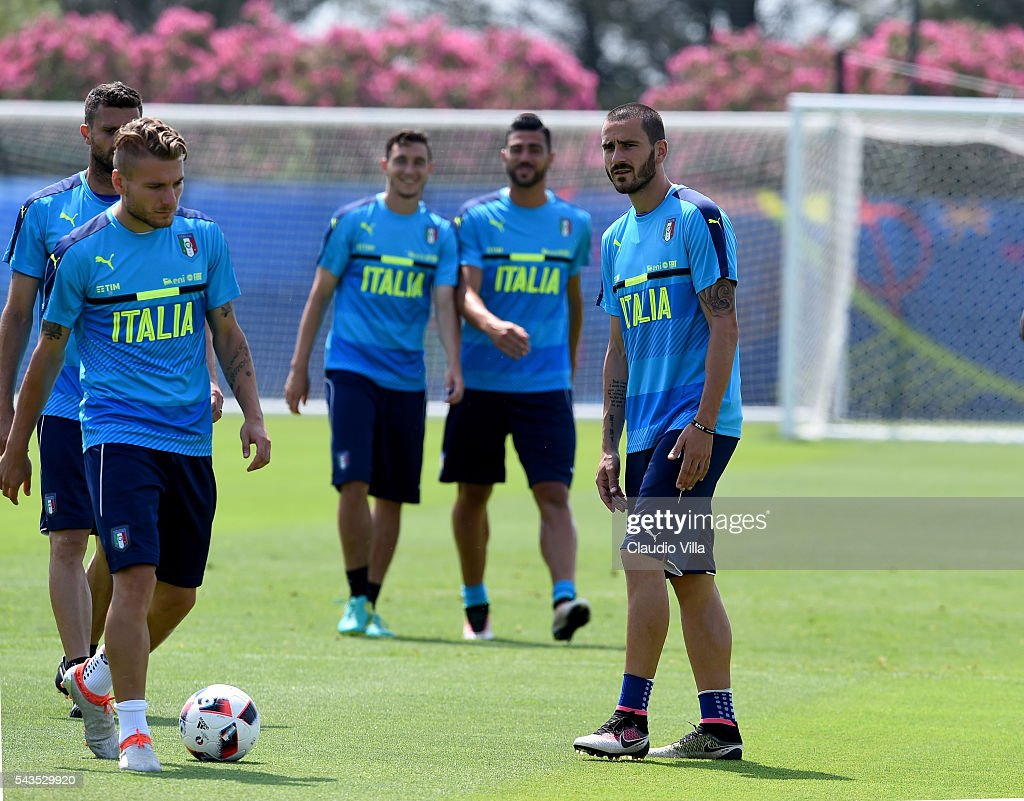 <a gi-track='captionPersonalityLinkClicked' href=/galleries/search?phrase=Leonardo+Bonucci&family=editorial&specificpeople=6166090 ng-click='$event.stopPropagation()'>Leonardo Bonucci</a> of Italy (R) looks on during the training session at 'Bernard Gasset' Training Center on June 29, 2016 in Montpellier, France.