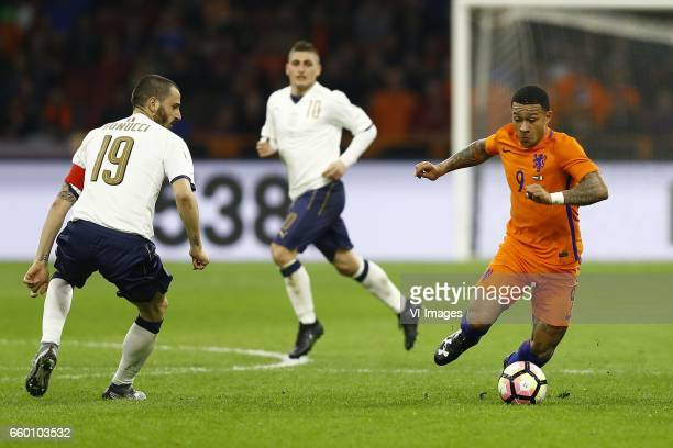 Leonardo Bonucci of Italy Memphis Depay of Hollandduring the friendly match between Netherlands and Italy at the Amsterdam Arena on March 28 2017 in...