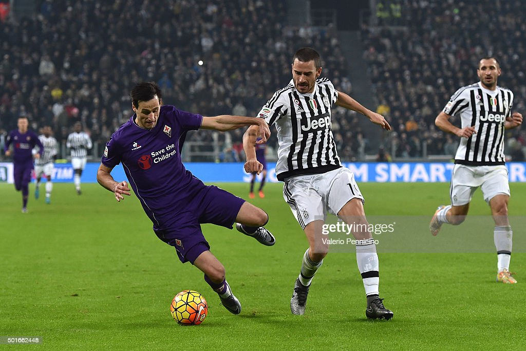 <a gi-track='captionPersonalityLinkClicked' href=/galleries/search?phrase=Leonardo+Bonucci&family=editorial&specificpeople=6166090 ng-click='$event.stopPropagation()'>Leonardo Bonucci</a> (R) of Juventus FC tackles Nikola Kalinic of ACF Fiorentina during the Serie A match betweeen Juventus FC and ACF Fiorentina at Juventus Arena on December 13, 2015 in Turin, Italy.