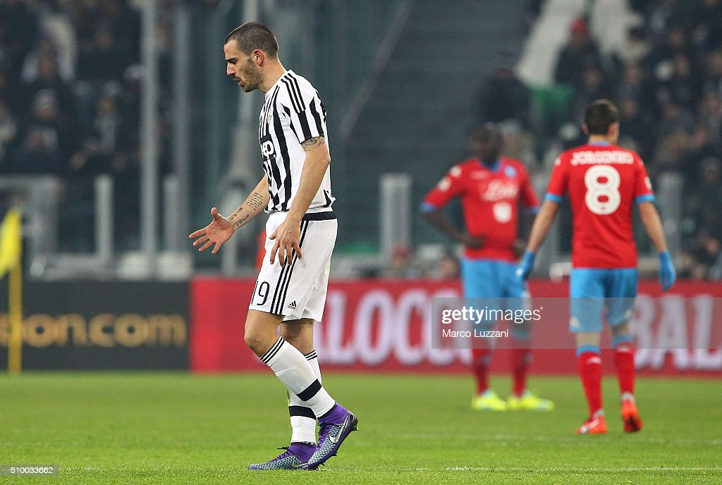 <a gi-track='captionPersonalityLinkClicked' href=/galleries/search?phrase=Leonardo+Bonucci&family=editorial&specificpeople=6166090 ng-click='$event.stopPropagation()'>Leonardo Bonucci</a> of Juventus FC walk off with an injury during the Serie A match between and Juventus FC and SSC Napoli at Juventus Arena on February 13, 2016 in Turin, Italy.