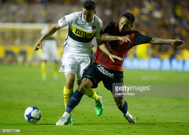 Leonardo Jara of Boca Juniors fights for the ball with Sergio Velazquez of Arsenal during a match between Boca Juniors and Arsenal as part of Torneo...