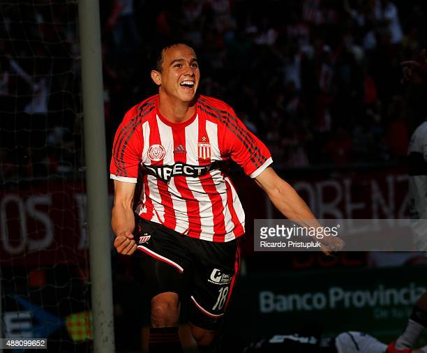 Leonardo Jara of Estudiantes La Plata celebrates after scoring the tying goal during a match between Estudiantes and Gimnasia y Esgrima La Plata as...