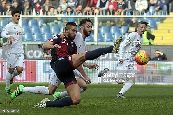 Leonardo Pavoletti of Genoa CFC battles for the ball with Gonzalo Rodriguez of ACF Fiorentina during the Serie A match between Genoa CFC and ACF...