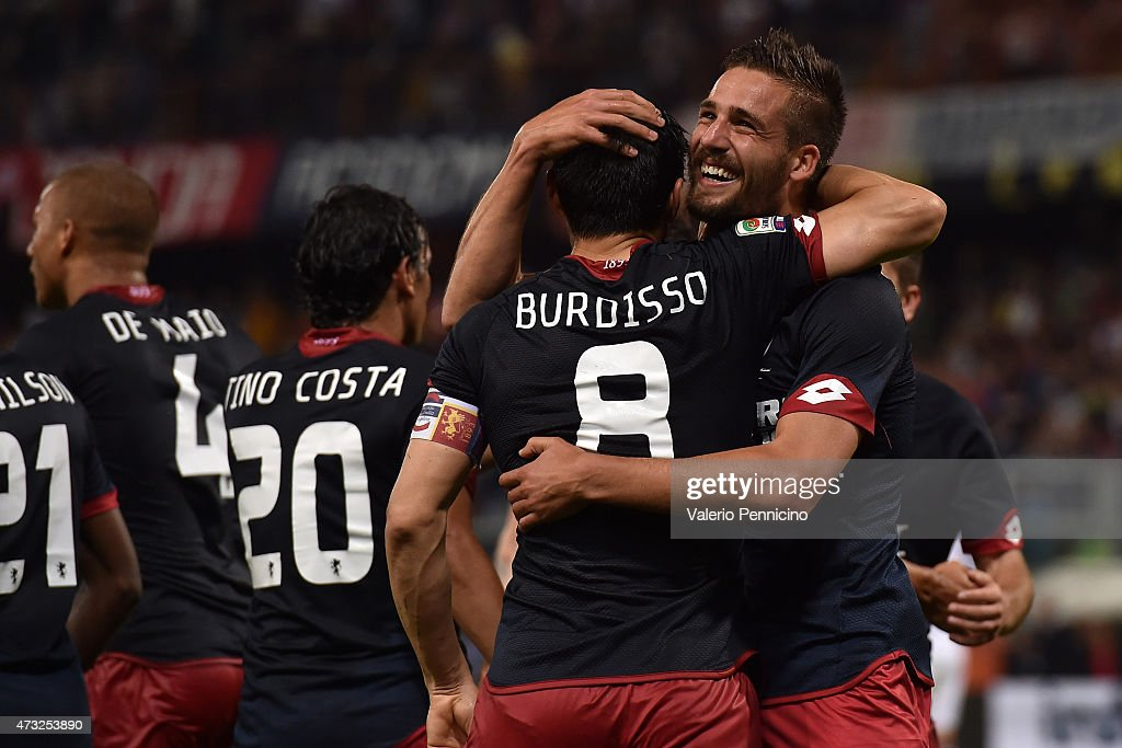 Leonardo Pavoletti of Genoa CFC celebrates a goal with team mate Nicolas Burdisso during the Serie A match between Genoa CFC and Torino FC at Stadio...