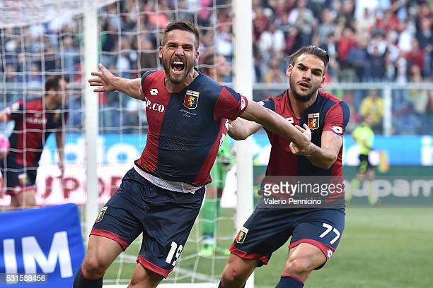 Leonardo Pavoletti of Genoa CFC celebrates his goal with team mate Panagiotis Tachtsidis during the Serie A match between Genoa CFC and Atalanta BC...
