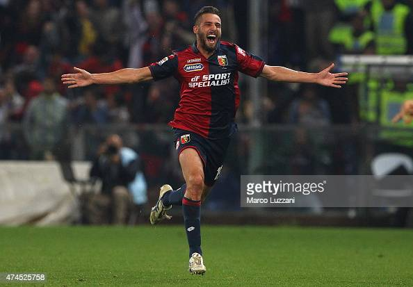 Leonardo Pavoletti of Genoa CFCcelebrates his goal during the Serie A match between Genoa CFC and FC Internazionale Milano at Stadio Luigi Ferraris...