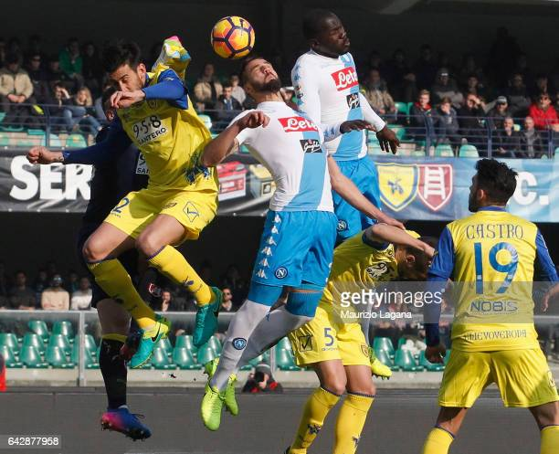 Leonardo Pavoletti of Napoli and Mariano Izco of Chievo compete for the ball during the Serie A match between AC ChievoVerona and SSC Napoli at...