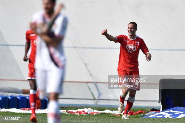 Leonardo Pavoletti of Varese celebrates after scoring the opening goal during the Serie B match between AS Varese and US Citta di Palermo at Stadio...