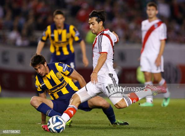 Leonardo Pisculichi of River Plate takes a shot to score during a match between River Plate and Rosario Central as part of the second round of Torneo...