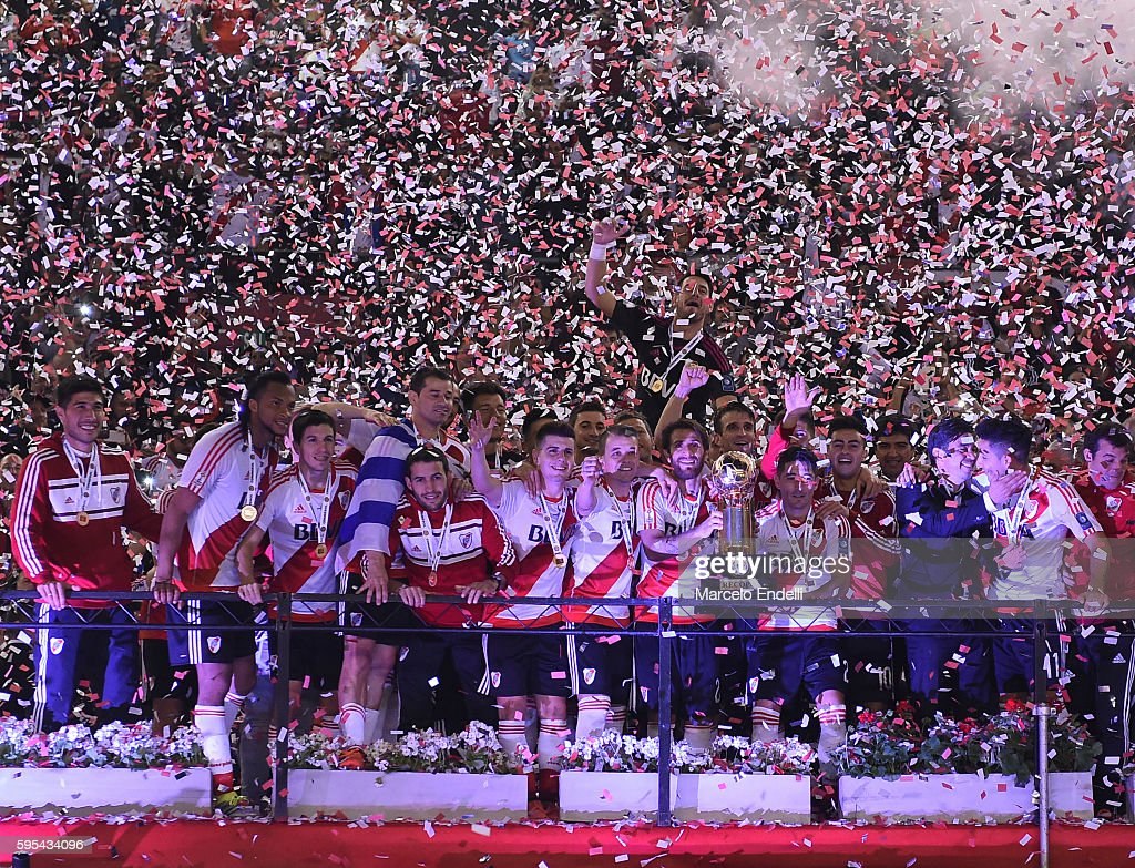 Leonardo Ponzio and teamates of River Plate celebrate with the trophy after winning the Recopa Sudamericana 2016 during a second leg match between...