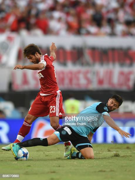Leonardo Ponzio of River Plate fights for ball with Claudio Bieber of Belgrano during a match between River Plate and Belgrano as part of Torneo...