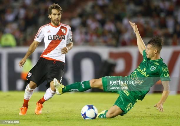 Leonardo Ponzio of River Plate fights for the ball with Guillermo Cosaro of Sarmiento during a match between River Plate and Sarmiento as part of...