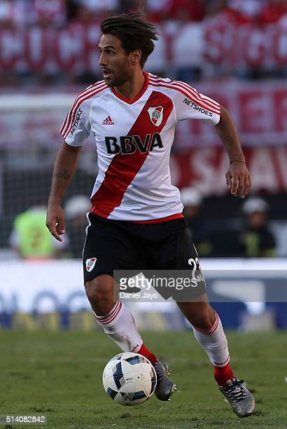 Leonardo Ponzio of River Plate plays the ball during a match between River Plate and Boca Juniors as part of sixth round of Torneo Transicion 2016 at...