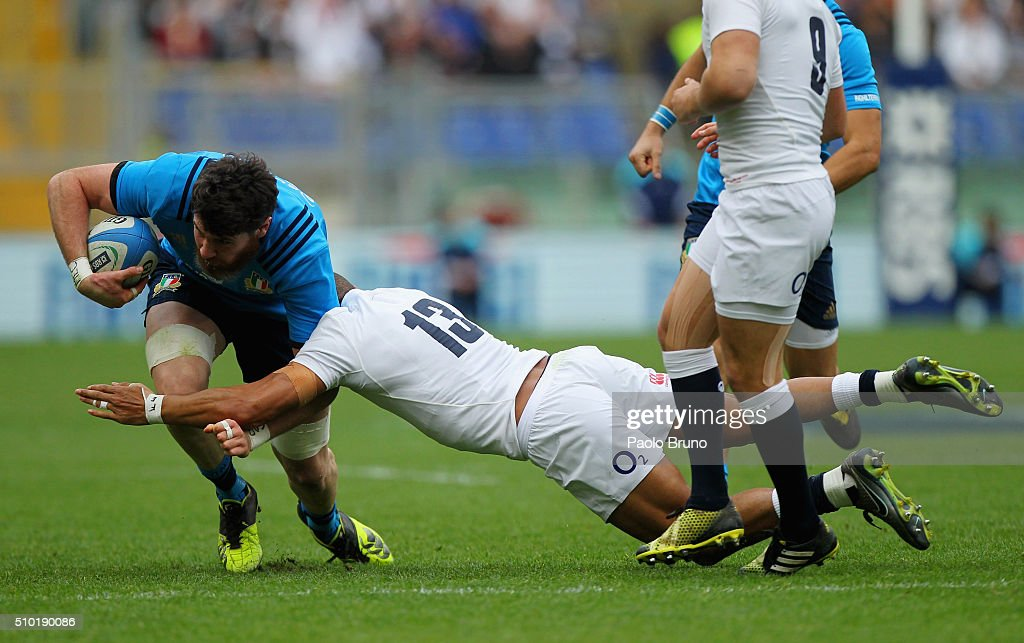 Leonardo Sarto (L) of Italy is tackled by <a gi-track='captionPersonalityLinkClicked' href=/galleries/search?phrase=Jonathan+Joseph+-+Joueur+de+rugby&family=editorial&specificpeople=11460526 ng-click='$event.stopPropagation()'>Jonathan Joseph</a> of England during the RBS Six Nations match between Italy and England at Stadio Olimpico on February 14, 2016 in Rome, Italy.