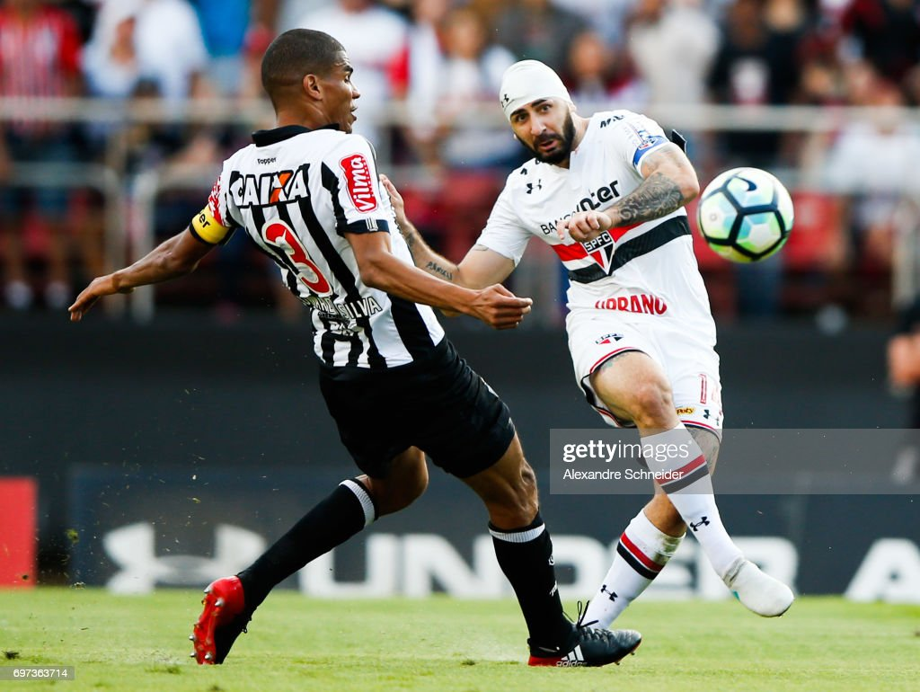 Leonardo Silva (L) of Atletico MG and Lucas Pratto of Sao Paulo in action during the match between Sao Paulo and Atletico MG for the Brasileirao Series A 2017 at Morumbi Stadium on June 18, 2017 in Sao Paulo, Brazil.