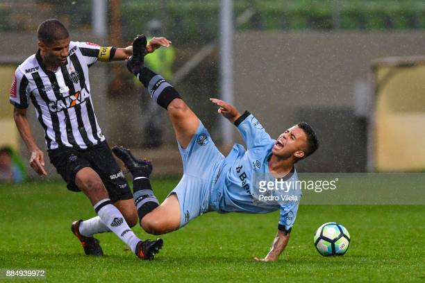 Leonardo Silva of Atletico MG struggles for the ball with Matheusinho of Gremio during a match between Atletico MG and Gremio as part of Brasileirao...