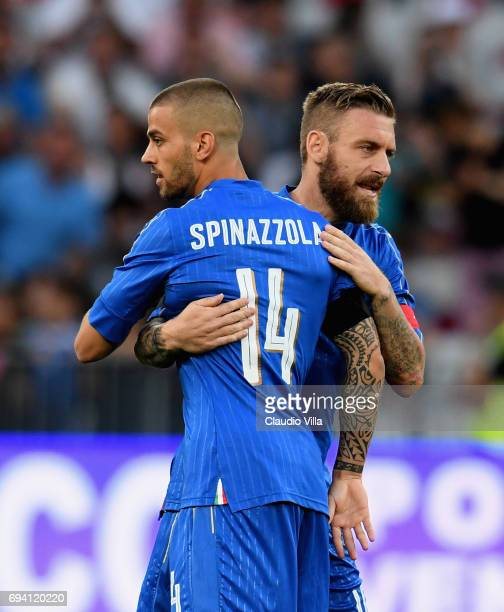 Leonardo Spinazzola and Daniele De Rossi of Italy celebrate during the International Friendly match between Italy and Uruguay at Allianz Riviera...