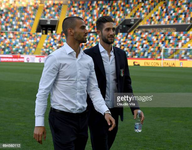 Leonardo Spinazzola and Roberto Gagliardini of Italy chat during Italy walk around at Stadio Friuli on June 10 2017 in Udine Italy