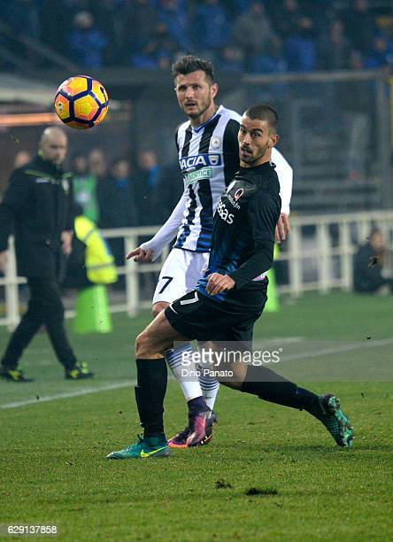 Leonardo Spinazzola of Atalanta BC competes with Cyril Thereau of Udinese Calcio during the Serie A match between Atalanta BC and Udinese Calcio at...