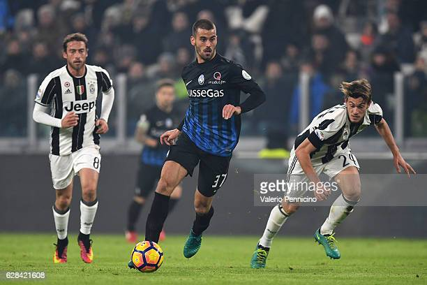 Leonardo Spinazzola of Atalanta BC in action during the Serie A match between Juventus FC and Atalanta BC at Juventus Stadium on December 3 2016 in...