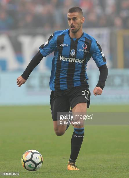 Leonardo Spinazzola of Atalanta BC in action during the Serie A match between Atalanta BC and Bologna FC at Stadio Atleti Azzurri d'Italia on October...