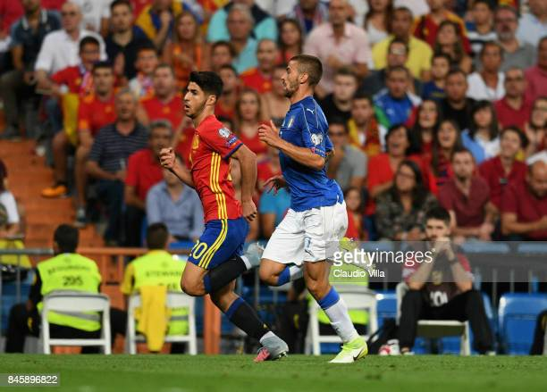 Leonardo Spinazzola of Italy and Marco Asensio of Spain compete for the ball during the FIFA 2018 World Cup Qualifier between Spain and Italy at...