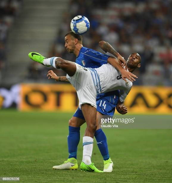 Leonardo Spinazzola of Italy competes for the ball with Diego Rolan of Uruguay during the International Friendly match between Italy v Uruguay on...