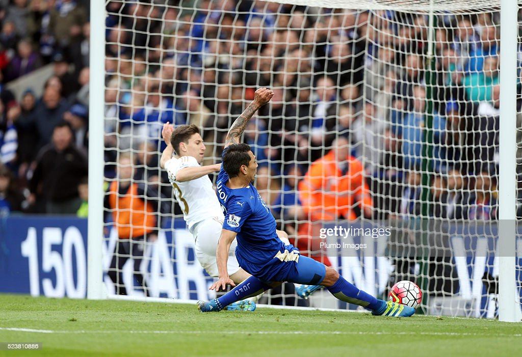 Leonardo Ulloa of Leicester City beats Federico Fernandez of Swansea to the ball to score to make it 3-0 during the Barclays Premier League match between Leicester City and Swansea City at the King Power Stadium on April 24 , 2016 in Leicester, United Kingdom.