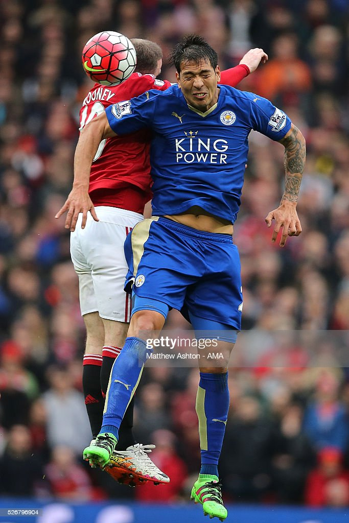 <a gi-track='captionPersonalityLinkClicked' href=/galleries/search?phrase=Leonardo+Ulloa&family=editorial&specificpeople=7433674 ng-click='$event.stopPropagation()'>Leonardo Ulloa</a> of Leicester City competes in the air with <a gi-track='captionPersonalityLinkClicked' href=/galleries/search?phrase=Wayne+Rooney&family=editorial&specificpeople=157598 ng-click='$event.stopPropagation()'>Wayne Rooney</a> of Manchester United during the Barclays Premier League match between Manchester United and Leicester City at Old Trafford on May 1, 2016 in Manchester, United Kingdom.