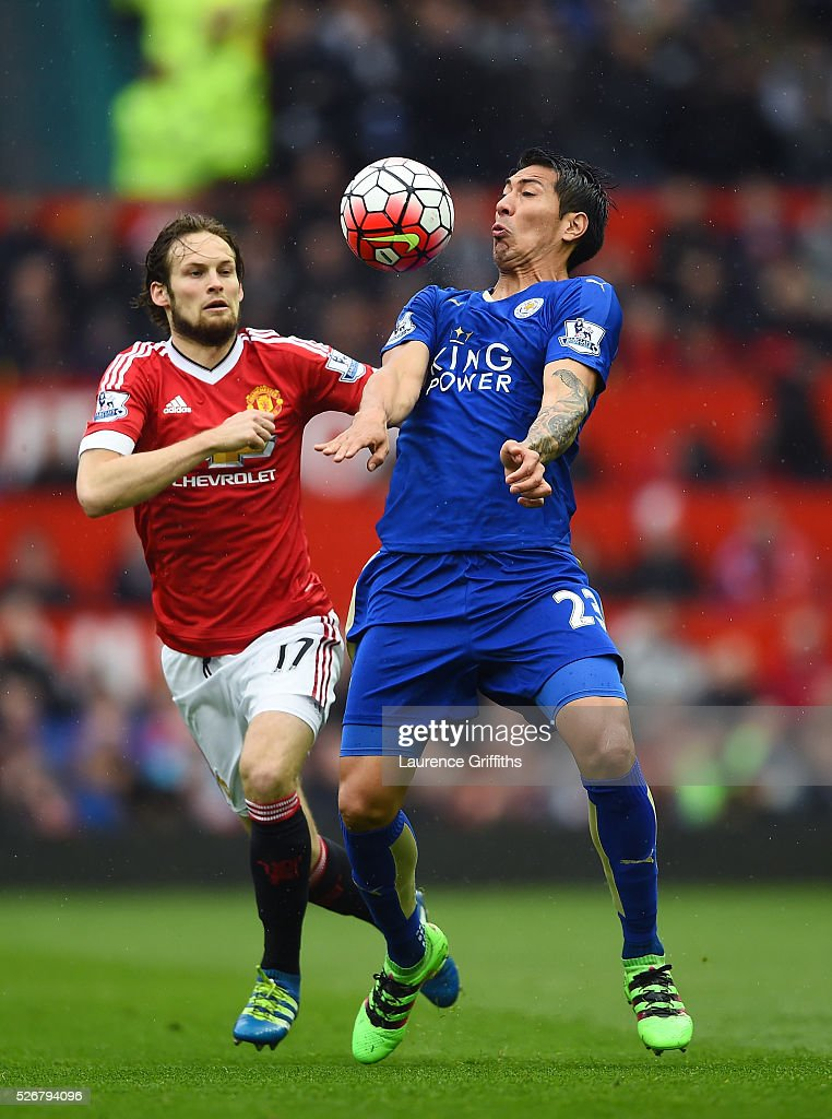 <a gi-track='captionPersonalityLinkClicked' href=/galleries/search?phrase=Leonardo+Ulloa&family=editorial&specificpeople=7433674 ng-click='$event.stopPropagation()'>Leonardo Ulloa</a> of Leicester City is closed down by <a gi-track='captionPersonalityLinkClicked' href=/galleries/search?phrase=Daley+Blind&family=editorial&specificpeople=5566498 ng-click='$event.stopPropagation()'>Daley Blind</a> of Manchester United during the Barclays Premier League match between Manchester United and Leicester City at Old Trafford on May 1, 2016 in Manchester, England.