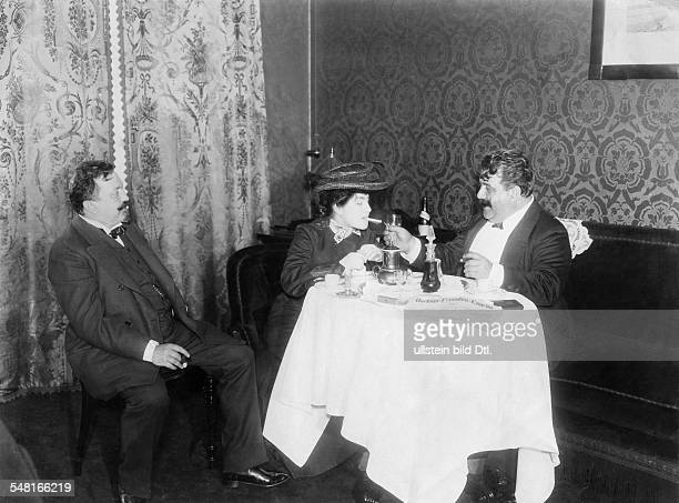 Leoncavallo Ruggiero Composer Musician Italien *25041857 During a visit in Berlin drinking coffee with Benno Jacobson and an unknown woman ca 1903...