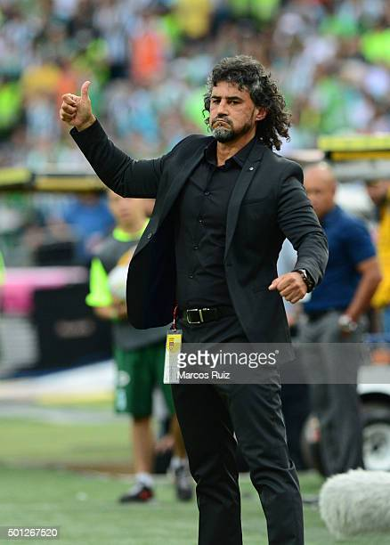 Leonel Alvarez coach of Independiente Medellin gives a thumb up during a second leg match between Atletico Nacional and Independiente Medellin as...
