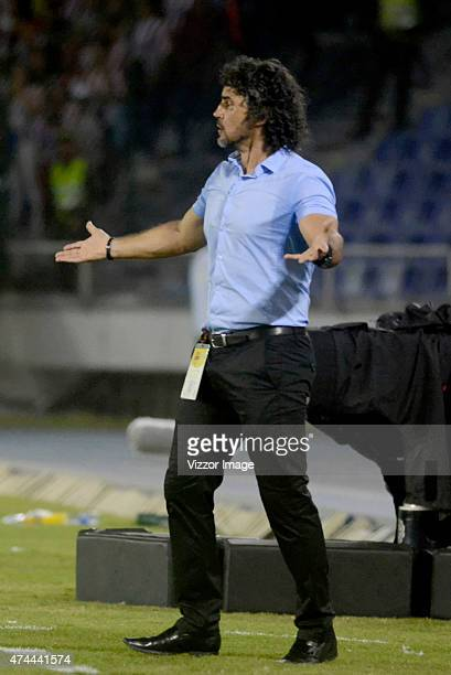 Leonel Alvarez coach of Independiente Medellin gives directions to his players during a quarterfinal first leg match between Junior and Medellin as...