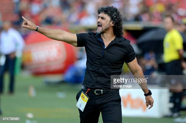Leonel Alvarez coach of Independiente Medellin gives instructions to his players during a match between Independiente Medellin and Atletico Junior at...