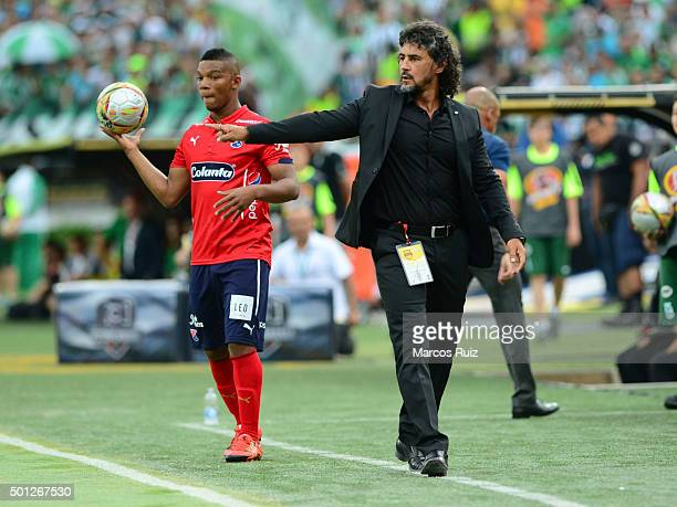 Leonel Alvarez coach of Independiente Medellin gives instructions to his players during a second leg match between Atletico Nacional and...
