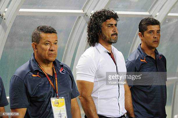 Leonel Alvarez coach of Independiente Medellin looks on during a first leg final match between Deportivo Cali and Atletico Nacional as part of Liga...