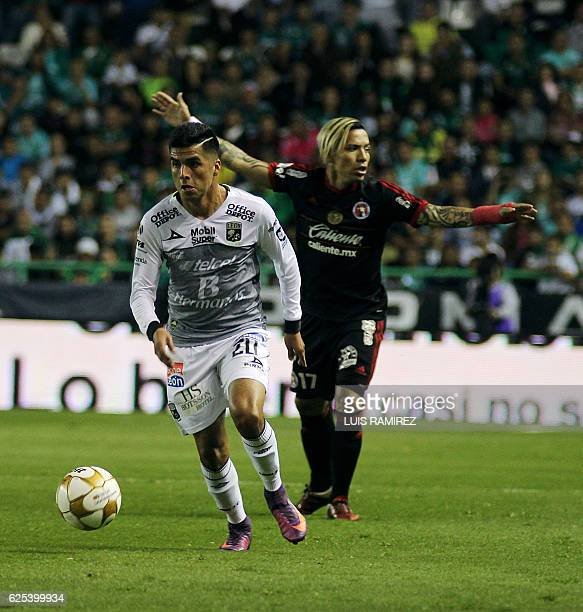 Leonel Lopez of Leon vies for the ball with Dayro Moreno of Tijuana during the first leg of their Mexican Apertura 2016 Tournament quarterfinal match...