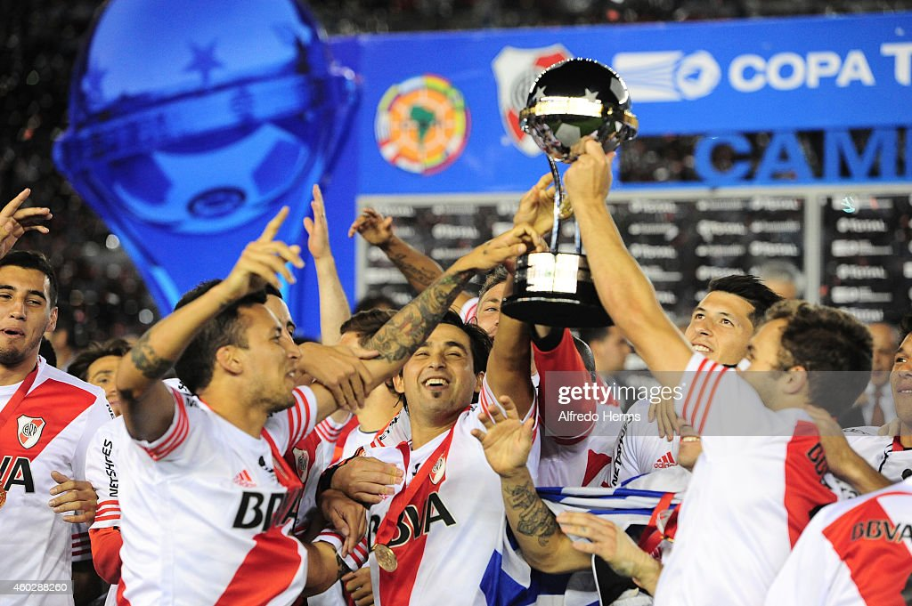 Leonel Vangioni, Leonardo Pisculichi and German Pezzella of River Plate lift the Copa Sudamericana trophy after winning a second leg final match between River Plate and Atletico Nacional as part of Copa Total Sudamericana 2014 at Antonio Vespucio Liberti Stadium on December 10, 2014 in Buenos Aires, Argetina.