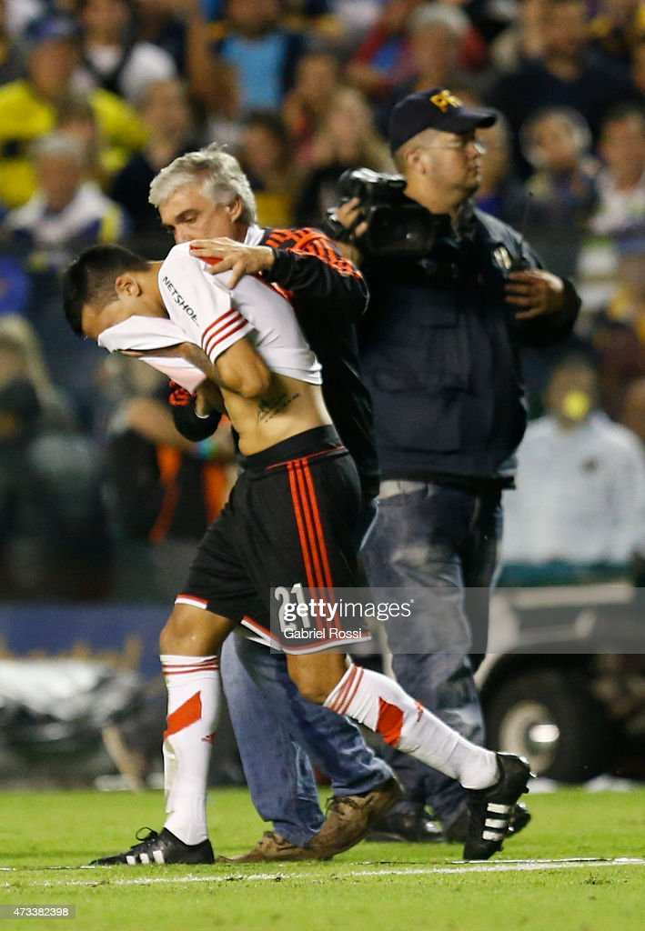 Leonel Vangioni of River Plate reacts after a tear gas bomb was thrown by fans of Boca Juniors during a second leg match between Boca Juniors and...