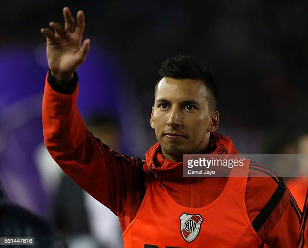 Leonel Vangioni of River Plate waves to fans during a match between River Plate and Gimnasia y Esgrima La Plata as part of Torneo Transicion 2016 at...