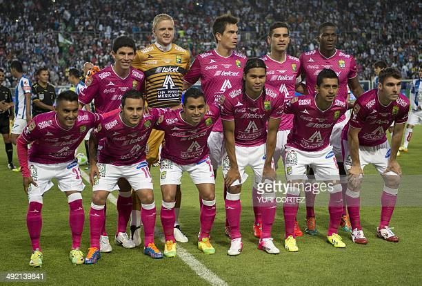 Leon's scuad pose for the picture before their Clausura 2014 Mexican tournament football final match against Pachuca at the Hidalgo stadium in...