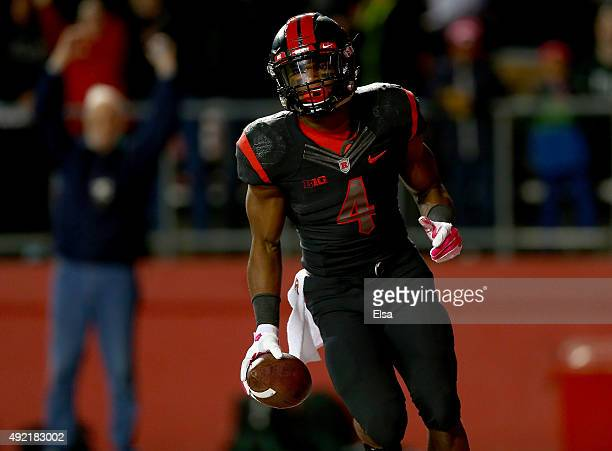 Leonte Carroo of the Rutgers Scarlet Knights celebrates his touchdown in the second quarter against the Michigan State Spartans on October 10 2015 at...