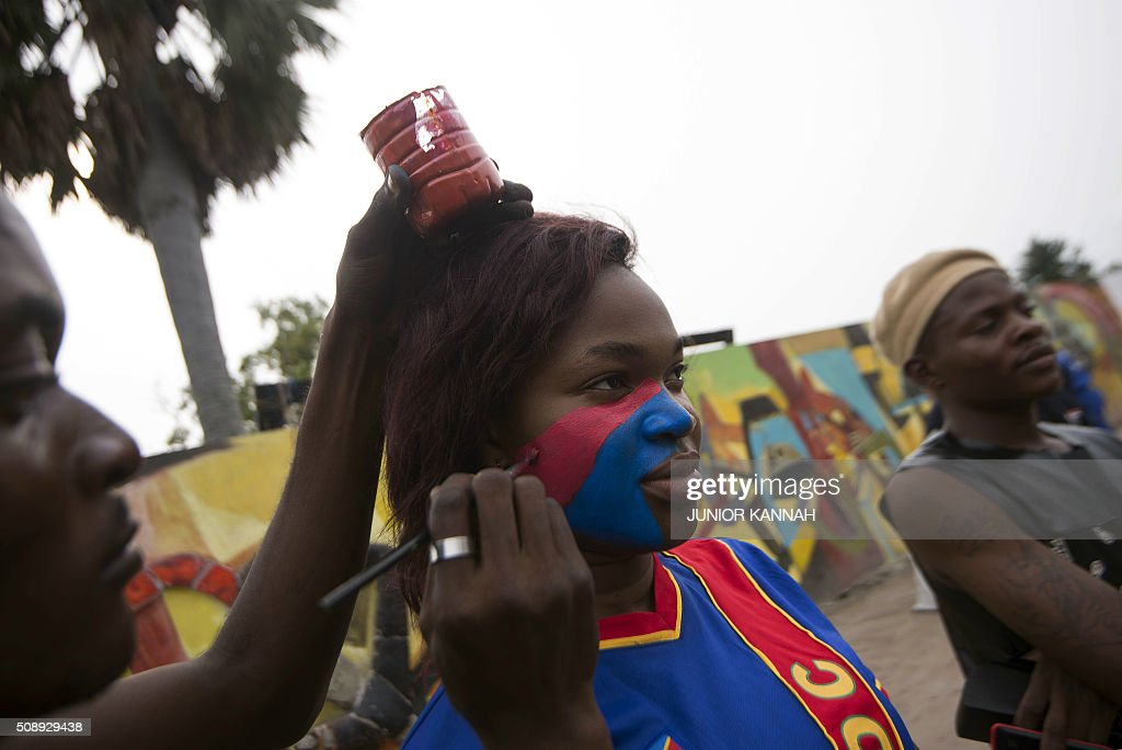 A Leopards' supporter has his face painted for the African Nations Championship (CHAN) football final match between DR Congo's Leopards and Mali's Eagles on February 7, 2016 in Lingala. / AFP / JUNIOR KANNAH