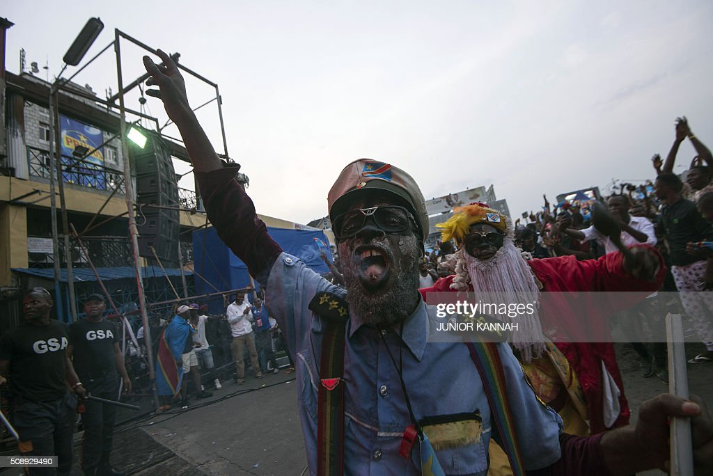 Leopards' supporters in costume react as the watch the African Nations Championship (CHAN) football final match between DR Congo's Leopards and Mali's Eagles on February 7, 2016 in Lingala. / AFP / JUNIOR KANNAH
