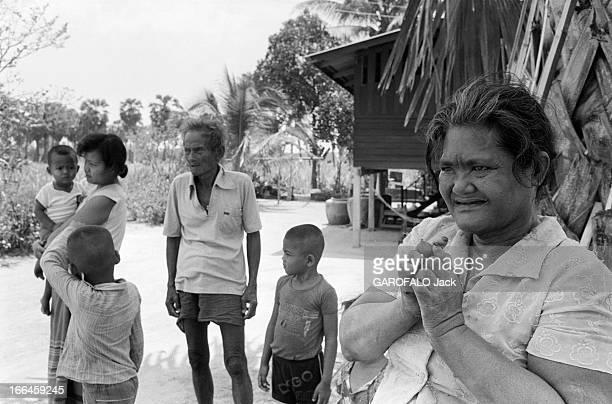 Leprosy Le 13 avril 1981 à Taen Dok Mai en Thaïlande des personnes atteintes de la lèpre dans une mission un couple avec trois enfants et une femme...