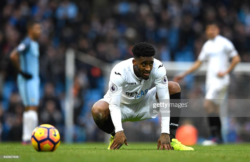 Leroy Fer of Swansea City looks dejected after the full time whistle during the Premier League match between Manchester City and Swansea City at Etihad Stadium on February 5, 2017 in Manchester, England.