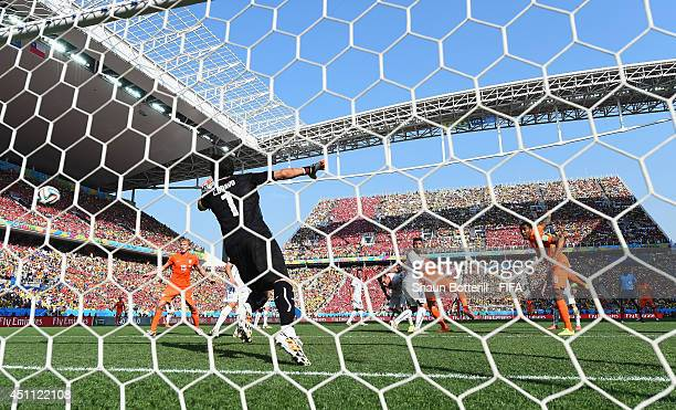 Leroy Fer of the Netherlands celebrate scoring his team's first goal past Claudio Bravo of Chile during the 2014 FIFA World Cup Brazil Group B match...