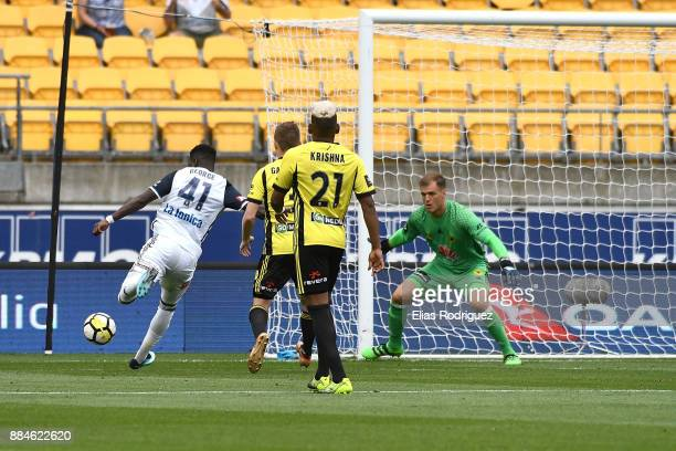 Leroy George of Melbourne Victory shoots looking to get one past Lewis Italiano of the Wellington Phoenix during the round nine ALeague match between...